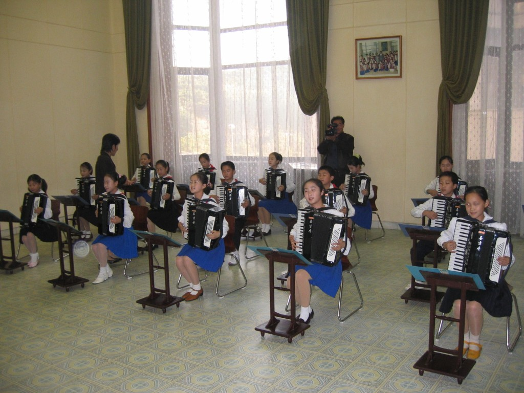 dprk-1563-childrens palace