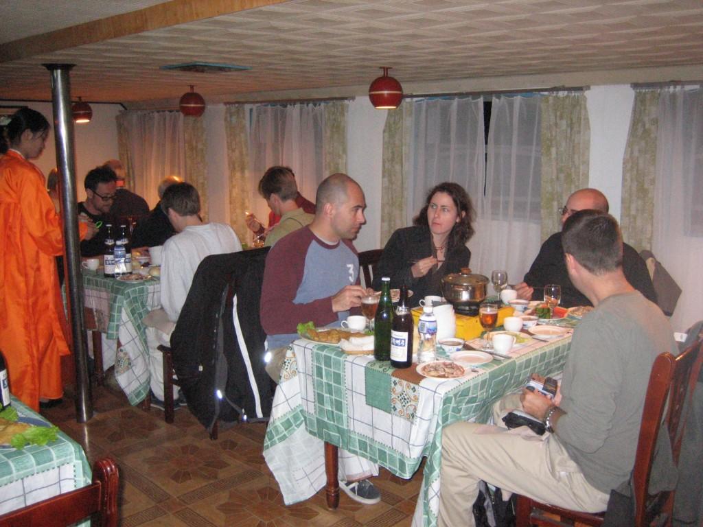 dprk-1617-B-boat restaurant