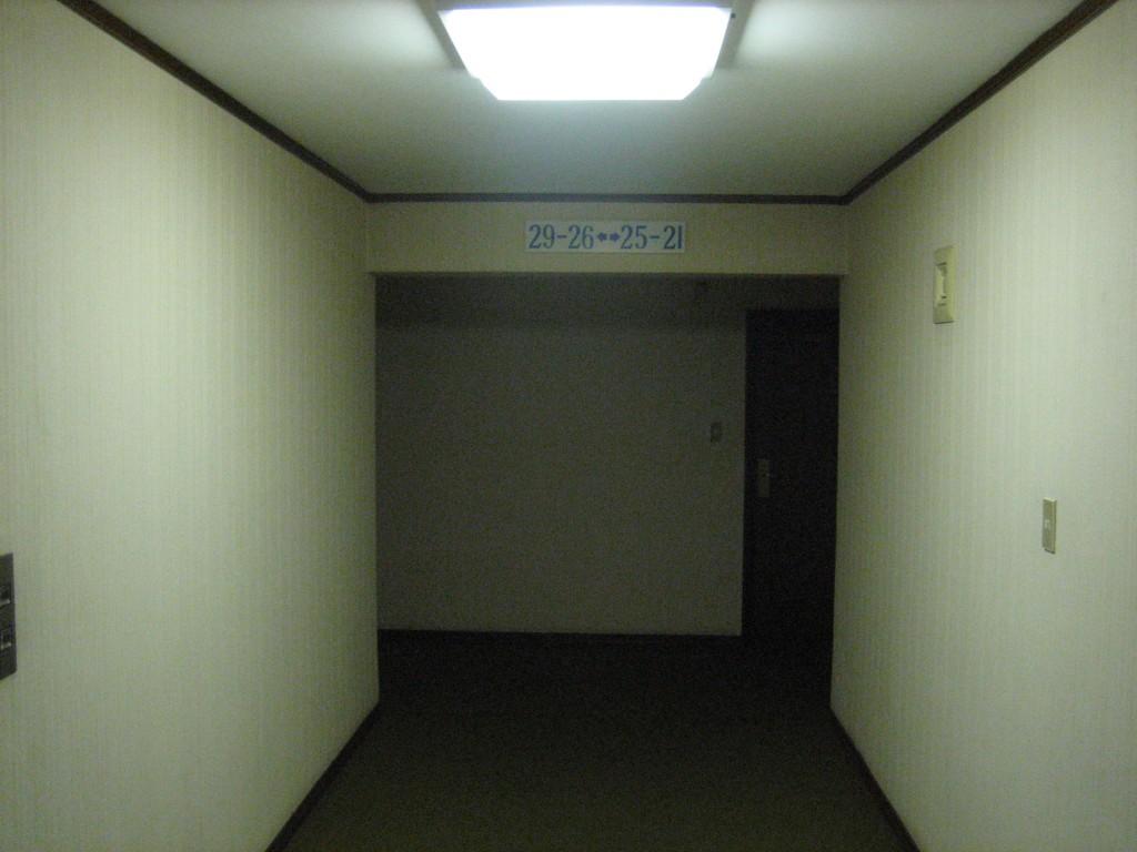 dprk-1644-B-hotel hallway
